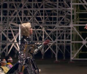 "Katy Perry e Skip Marley contracenam no clipe de ""Chained To The Rhythm"""