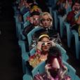 """Katy Perry se mostra discordando dos padrões da sociedade no clipe de """"Chained To The Rhythm"""""""