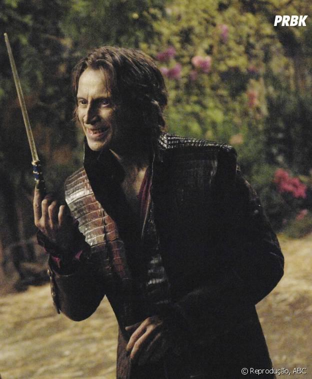 """Rumpelstiltskin (Robert Carlyle), o poderoso Senhor das Trevas de """"Once Upon a Time"""", também poderia salvar Hazel (Shailene Woodley) em """"A Culpa é Das Estrelas""""!"""