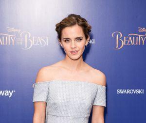 Emma Watson arrasa com qualquer traje
