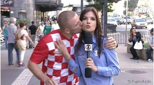 Croata beija repórter