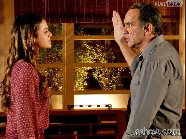 """Na novela """"Em Família"""": Luiza (Bruna Marquezine) fala de cicatriz e Virgílio (Humberto Martins) levanta a mão para bater nela"""