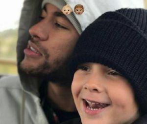Neymar Jr e Davi Lucca são só chamego! O craque curte as férias ao lado do filho na África do Sul