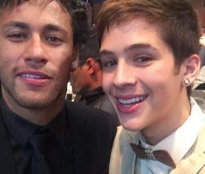 João Guilherme foi ao leilão de Neymar e Larissa Manoela também estava lá. Que climão, hein?