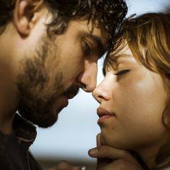 """De """"Os Dias Eram Assim"""": Alice (Sophie Charlotte) e Renato se encontram e acabam transando!"""