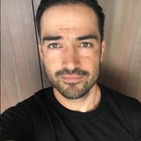 """Alfonso Herrera, de """"Sense8"""", agradece carinho de fãs após passagem pelo Brasil!"""