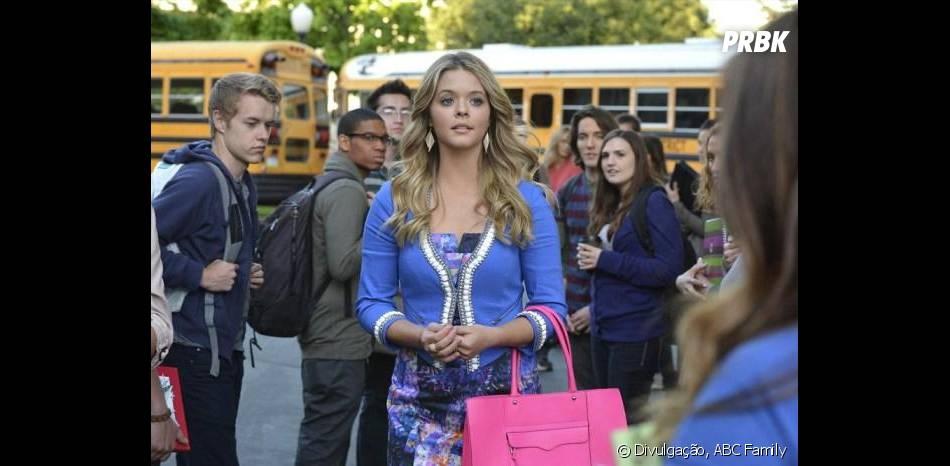 """Alison (Sasha Pieterse) e seu retorno a escola em """"Pretty Little Liars"""""""