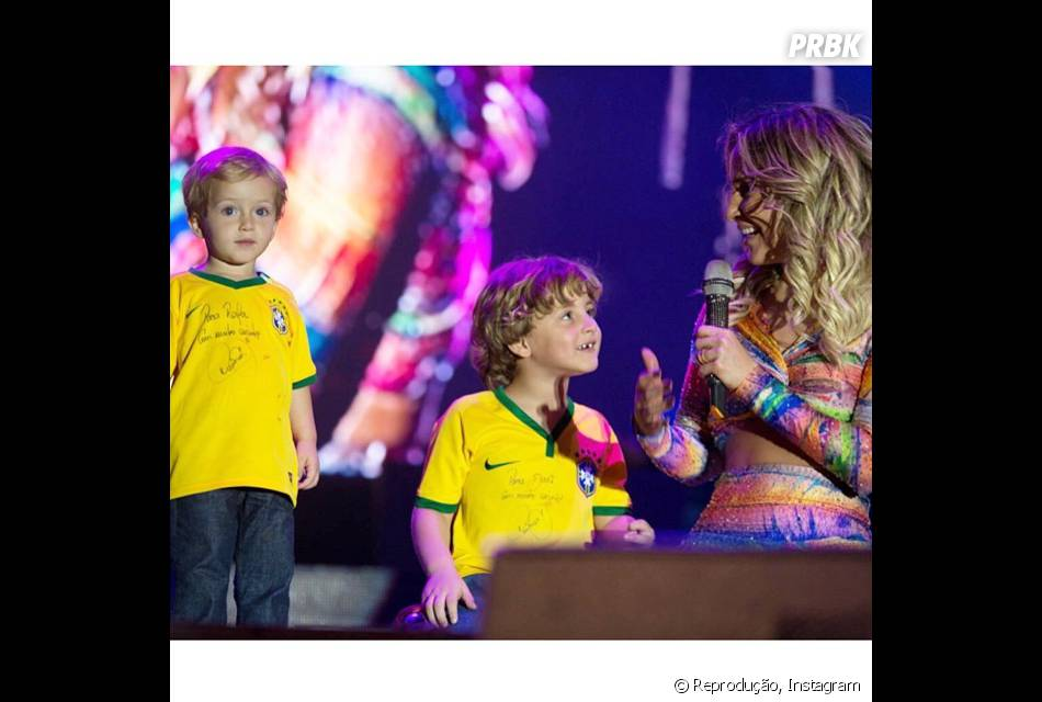 Claudia Leitte e os filhos Davi e Rafael em show da cantora...