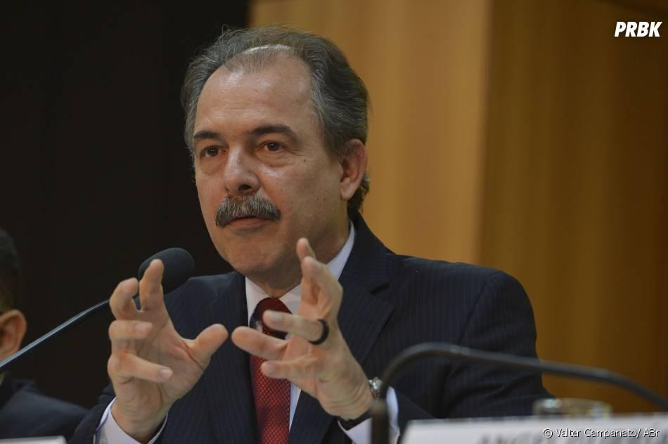 Ministro da Educação, Aloizio Mercadante, revelou esquema de segurança máxima para realização do Enem 2013
