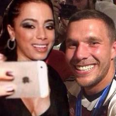 Anitta posta meme com Poldoski no estilo selfie com Rihanna