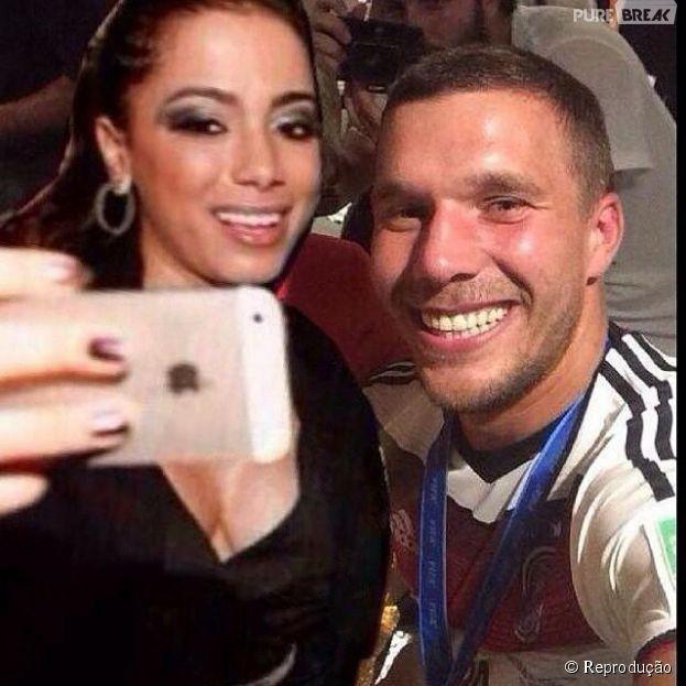 Anitta brinca ao publicar montagem com Podolski