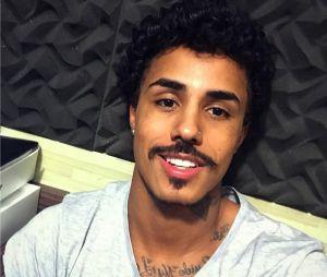 O bigode é a marca registrada de Livinho!