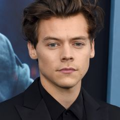 Harry Styles relembra One Direction durante apresentação no Live Lounge