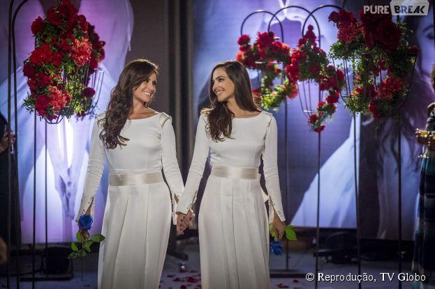 "Clara (Giovanna Antonelli) e Marina (Tainá Müller) se casam na novela ""Em Família"""
