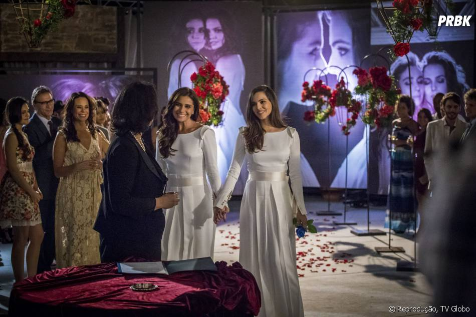 """Sairam as fotos do casamento de Clara (Giovanna Antonelli) e Marina (Tainá Müller) na novela """"Em Família"""""""