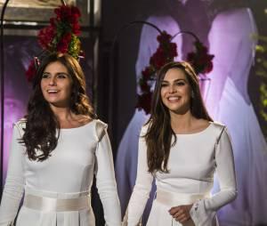 """Clara (Giovanna Antonelli) e Marina (Tainá Müller) são só sorrissos na hora do """"sim"""" na trama de """"Em Família"""""""