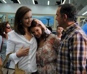 """Luiza (Bruna Marquezine) viaja para Paris com Helena (Julia Lemmertz) e Virgílio (Humberto Martins) no fim de """"Em Família"""""""