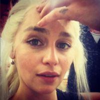 """De """"Game Of Thrones"""", na 8ª temporada: Emilia Clarke abandona peruca e descolore o cabelo!"""