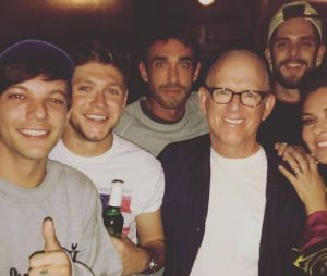 Niall Horan e Louis Tomlinson se encontram durante show do irlandês!