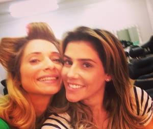 """Ambas em """"Boogie Oogie"""", Letícia Spiller e Deborah Secco fazem um clique nos bastidores da novela"""