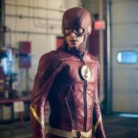 """Em """"The Flash"""": na 4ª temporada, fotos mostram uniforme novo do herói!"""