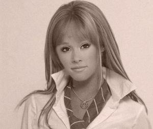 """Ariana Grande como a personagem Mia Colucci (Anahi) de """"Rebelde"""""""