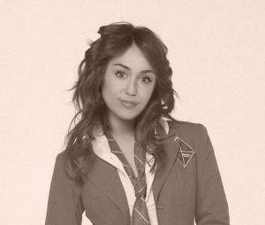 "Miley Cyrus como a personagem Roberta Pardo (Dulce Maria)de ""Rebelde"""