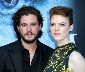 """Kit Harington, de """"Game of Thrones"""", e Rose Leslie reataram o namoro com um noivado!"""