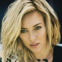 "Hilary Duff está de volta com o single ""Chasing The Sun"""