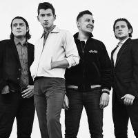 Fãs da banda Arctic Monkeys se estressam ao tentar comprar ingressos para show