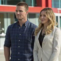 """De """"Arrow"""", Katie Cassidy perde o pai e Stephen Amell lamenta morte: """"Somos uma família"""""""