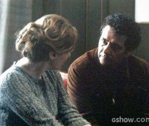 """Angela (Patrícia Pillar) se emociona durante conversa com Pedroso (Marcos Palmeira) em """"O Rebu"""""""
