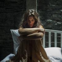 """Novela """"O Outro Lado do Paraíso"""": Clara consegue fugir do hospício dentro de caixão!"""
