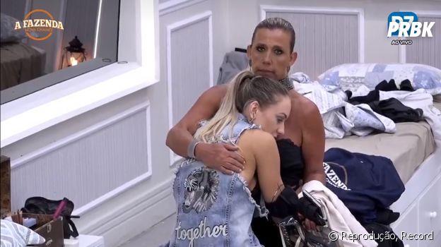 "Rita Cadillac abraça Monick após Yuri ser eliminado de ""A Fazenda"""