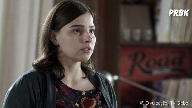 """Em """"Malhação"""", Keyla (Gabriela Medvedovski) flagra Lica (Manoela Aliperti) conversando com Deco (Pablo Morais)"""