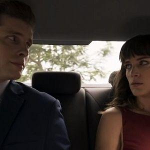 """Novela """"O Outro Lado do Paraíso"""": Clara (Bianca Bin) e Patrick ficam em clima de romance"""