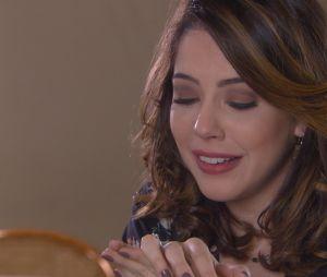 """Em """"Carinha de Anjo"""", Cecília (Bia Arantes) ganha anel de noivado de Gustavo (Carlo Porto)"""