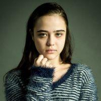 """Novela """"O Outro Lado do Paraíso"""": Mãe de Laura (Bella Piero) não acredita em história de pedofilia!"""
