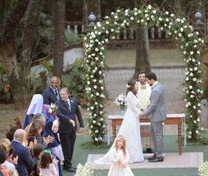 """Em """"Carinha de Anjo"""", casamento de Cecília (Bia Arantes) e Gustavo (Carlo Porto) é realizado"""