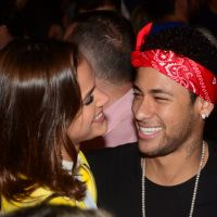 """Neymar Jr. e Bruna Marquezine aparecem românticos em nova foto: """"Happy Valentine's Day"""""""