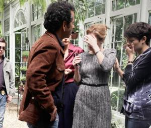 """Duda (Sophie Charlotte) e Angela (Patrícia Pillar) não acreditam no que vêem em """"O Rebu"""""""