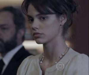 """Em """"O Rebu"""", Betina (Laura Neiva) também está ameaçada por saber demais"""