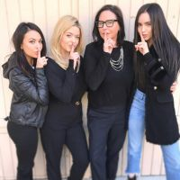 """De """"Pretty Little Liars: The Perfectionists"""": atrizes posam juntas na primeira leitura do spin-off"""