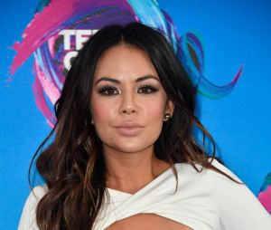 """Pretty Little Liars: The Perfectionists"": Janel Parrish fará o papel de Mona, que fez sucesso na série original"