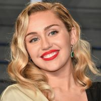 "Miley Cyrus é processada por suposto plágio na música ""We Can't Stop"". Entenda"