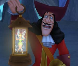 """Capitão Gancho fazendo maldades com a Sininho em """"Kingdom Hearts HD 2.5 ReMIX"""""""