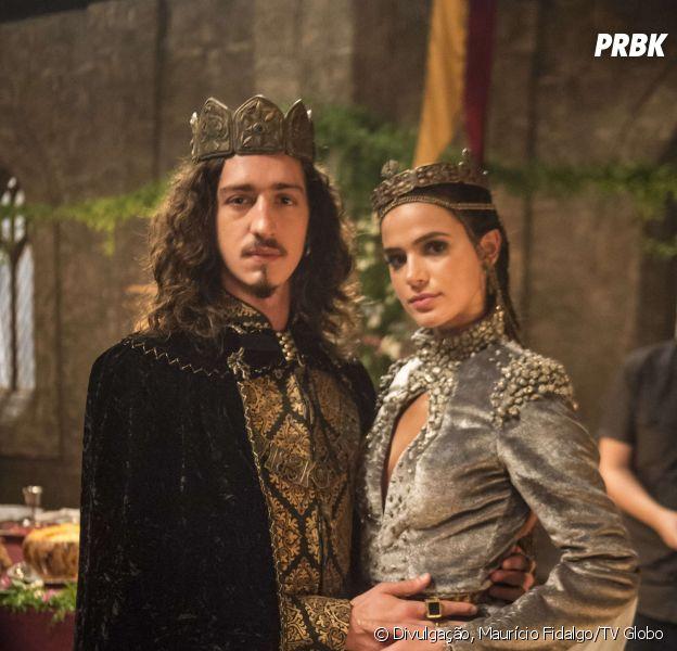 """Em """"Deus Salve o Rei"""": Catarina (Bruna Marquezine) interrompe planos de Rodolfo (Johnny Massaro) e acaba com acordo"""