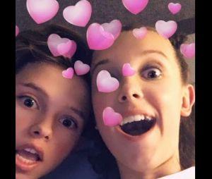 """Após vazarem provas de que Jacob Sartorius está pedindo nudes de anônimas no Snapchat, Millie Bobby Brown, a Eleven de """"Stranger Things"""", posta foto romântica com o namorado"""