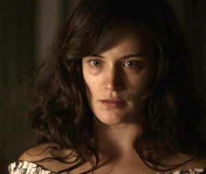 """Em """"O Outro Lado do Paraíso"""", Clara (Bianca Bin) é acusada por assassinato de Laerte (Raphael Viana)"""