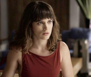 """Clara (Bianca Bin) se torna suspeita pelo assassinato cometido por Sophia (Marieta Severo) em """"O Outro Lado do Paraíso"""""""